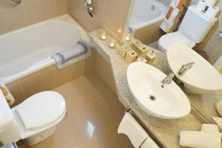 two bedroom apartment spiti nikos bathroom